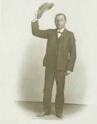 Он был страстным к театру как все Питоевы/ К 100-летию Николая Питоева